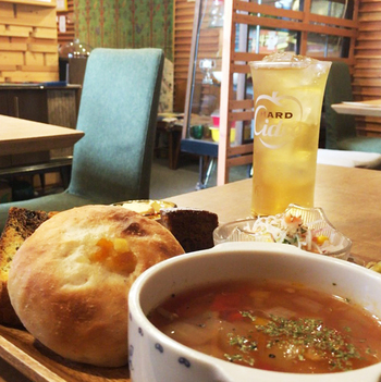 いよいよ冷え込んできましたね、そんな季節は神戸のカフェでまったりと過ごしませんか? あたたかいスープやドリンクを片手に、家族や友人といつもより深い話が弾むかもれませんよ。  それでは、次のカフェ手帖をお楽しみに♪