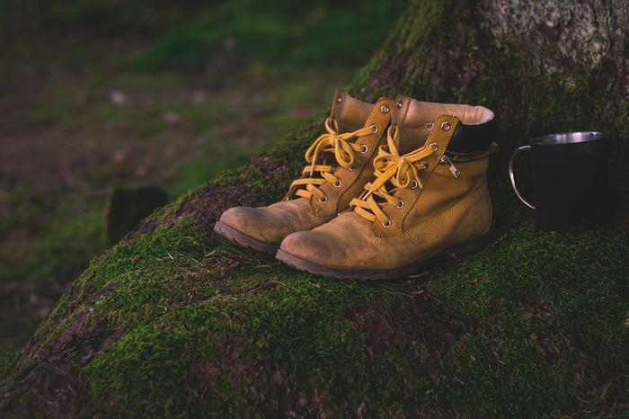 軽めのスニーカー?しっかりめの登山靴の方が安心?歩くコースはどれくらいハード?等、しっかり見極めた上で、それに合わせた靴や装備を準備しましょう。温度差を考慮した服装の準備や、非常食のおやつも忘れずに。安全を確保して、あなたに合った登山やハイキングで思い切り自然を楽しみましょう♪