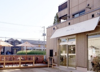 「Shinfula(シンフラ)」は、東武東上線志木駅から徒歩15分ほどの埼玉の住宅地にあります。恵比寿の「Joel Robuchon(ジョエル・ロブション)」でパティシエデビュー後、名立たる有名店で経験を積まれた中野慎太郎シェフのお店です。