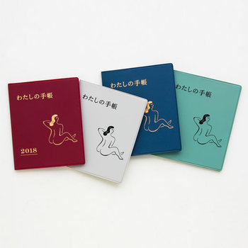 日本語のタイトルとイラストがレトロでユニークな雰囲気を醸しだすこちらの手帳。落ち着いた色味、素朴なタッチのイラストは大人の日常シーンにそっと優しく寄り添ってくれます。