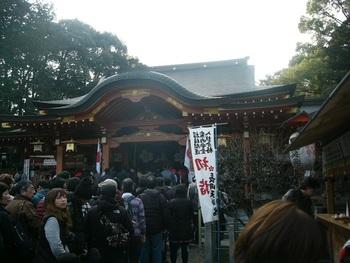 無実の罪によって大宰府へ左遷された菅原道真公を祀る長岡天満宮は、京都市に隣接する長岡京市を代表する神社です。境内は、大晦日から新年にかけて大勢の参拝者でにぎわいます。