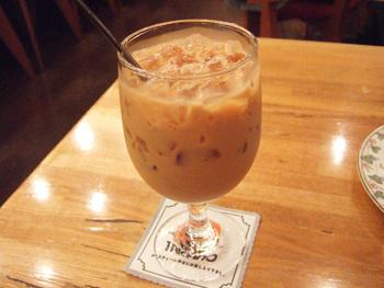 ハチミツとミルクが入った「キャンブリックティー」もティーハウスタカノの人気メニュー。甘すぎず、しっかり濃い紅茶の味わいが楽しめます。