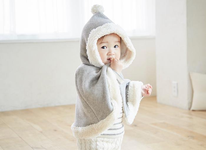 すぐに大きくなる赤ちゃんは、せっかく用意したお洋服もあまり使わないうちにサイズが合わなくなってしまうのもよくあること。その点、可愛いデザインのゆったりしたケープなら、サイズをあまり気にせず長めに着られます。寒い日に一枚羽織るだけであたたかいので、ママにとっても重宝するアイテムです。