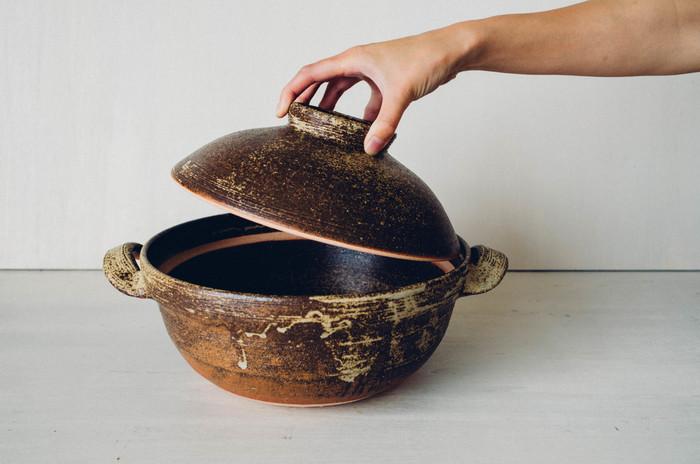 こちらは、名前の通りご飯を炊くのにぴったりの土鍋です。ふちに高さがあるので、吹きこぼれの心配もなく、ご飯をふっくらと短時間で炊くことができます。秋の味覚を使った炊き込みご飯を作って、そのまま食卓へ運べるのもいいですね。