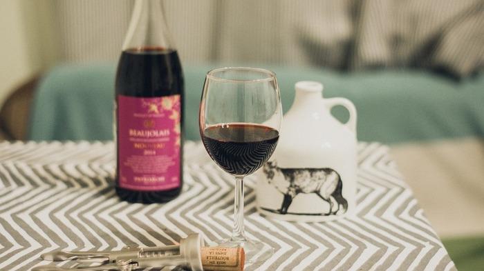 一年に一度のボジョレーヌーボー解禁日は、ぜひ大切な人や友人、家族と一緒にフレッシュなワインを楽しんでみてはいかがでしょうか。もちろん、お酒は二十歳になってから、ですよ♪