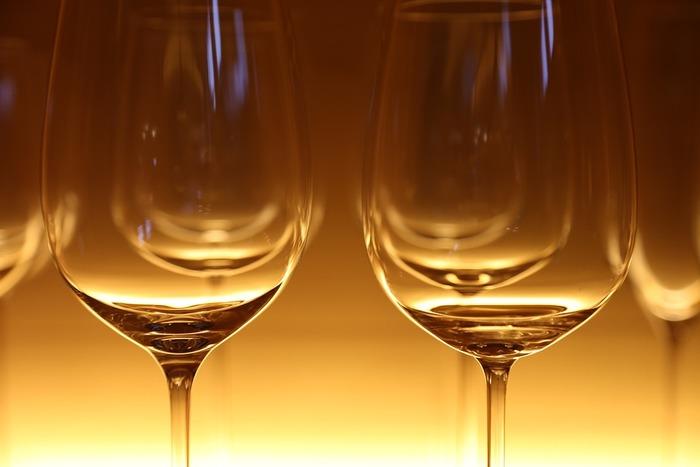 「数年に一度の出来!」「今年は不作!」など、さまざまな口コミもありますが、ボジョレーヌーボーの解禁はお祭りのようなもの。せっかくなら楽しくいただきたいですよね。特別なボジョレーヌーボーを新しいグラスで飲むのもステキです。1年にひとつずつグラスを新調していけばさらにステキな思い出に♪ここからはステキなワイングラスをご紹介します。