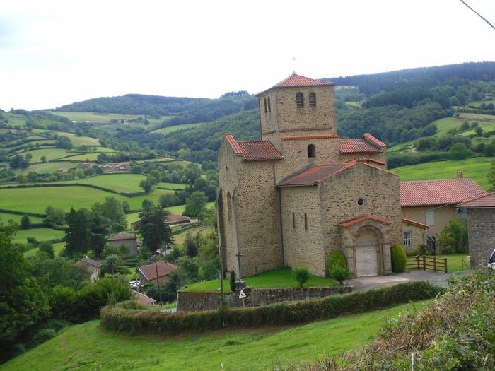 ボジョレーヌーボー/Beaujolais Nouveauの「ボジョレー/Beaujolais」とはフランスのブルゴーニュ地方ボジョレー地区のこと「ヌーボー/Nouveau」とは新酒のことです。つまり、ボジョレーヌーボーとは、ブルゴーニュ地方ボジョレー地区でその年(だいたい9月頃)に収穫され作られたフレッシュなワインのことを指します。