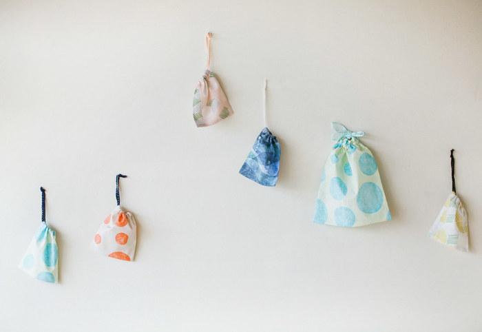 巾着は、給食袋やコップ入れ、大きく作れば体操着入れにもなります。 何かと便利なので、ハギレが出たときなどに数枚作っておくといいですね。