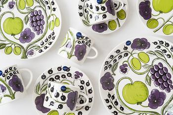 1968年に巨匠ビルガー・カイピアイネンが手掛けた果物柄の「パラティッシ」。50年以上経った今でも新しさを感じさせるシリーズは、世界中で愛されています。