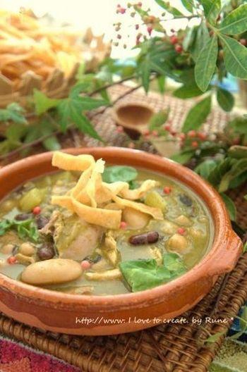 メキシコのお味噌汁の様な位置づけのスープ、ソパ・ビルデはメキシコのおふくろの味だそうですよ!日本では土鍋で作って鍋気分で頂きたい逸品ですね。