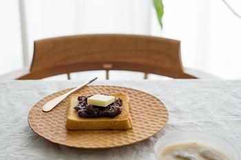 木の食器は、風合いによっていろんな顔を見せてくれて、使い込むほどに味もでてくるという愛され食器です。  キナリノ読者におすすめのブランドとアイテムを紹介していきます。ぜひお気に入りを見つけてみてください!