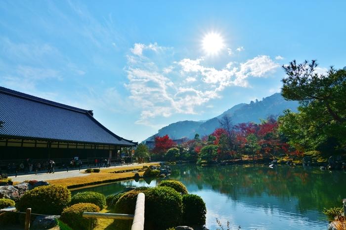 保津川下りの下船場から徒歩10分ほどのところにある天龍寺。美しい庭園が有名で、世界遺産に登録されています。