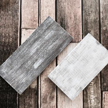 シャビー加工は100円ショップの塗料だけでもできちゃいます。 小さいものやちょっとお試しでやってみたい、という方にぴったりですね。 こちらは、セリアの水性ニスのダークウォールナット(写真左)と水性塗料のアースホワイト(写真右)を使用。