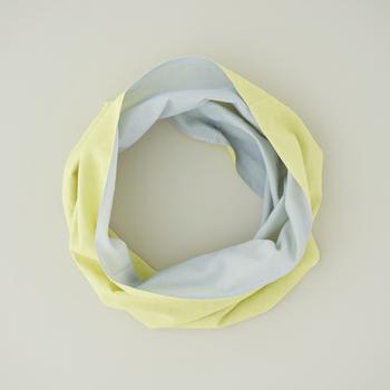 使われている「和晒」は布おむつに使われもするお肌に優しい素材。デリケートな首のための肌着にぴったりの、ふんわりとした肌さわりです。