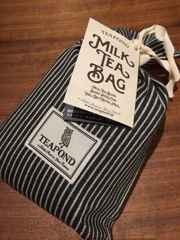 ミルクティーは、ミルクとの相性抜群のアッサム産紅茶を使った「ミルクティーブレンド」、7つのスパイスを使った香り高い「セブンスパイスチャイ」、天然ベルガモットが華やかに香る「アールグレイロイヤルミルク」の3種類のラインナップ。  写真の布袋パッケージは、3種類のミルクティーが3袋ずつ入っています。ロゴのフクロウのパッケージが可愛いですね。
