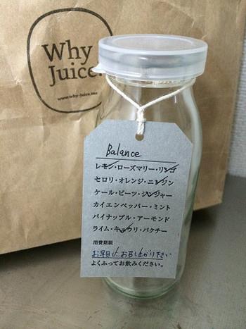 空き瓶だっておしゃれ。どんな素材で作られているのかが分かるので安心。テイクアウト用のペーパーバッグに入れてもらってその日のうちにいただきましょう。  オンラインショップでコールドプレスジュースも注文できますが、日持ちしないためお店での受け渡しになります。オンラインショップでは、長期保存できるジュースもあるのでチェックしてみては?