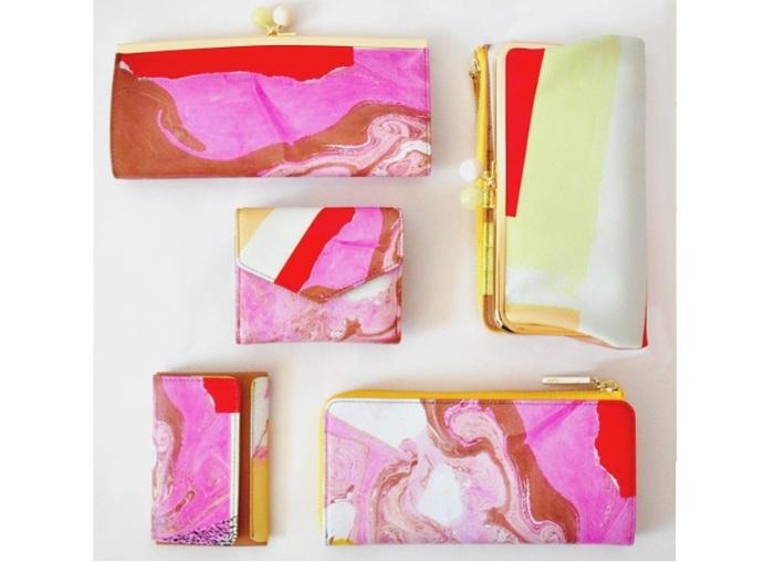 上左:がま口長財布、右:口金外ファスナー長財布、真ん中:三つ折り財布、下左:カードケース、下右:Lファスナー長財布。
