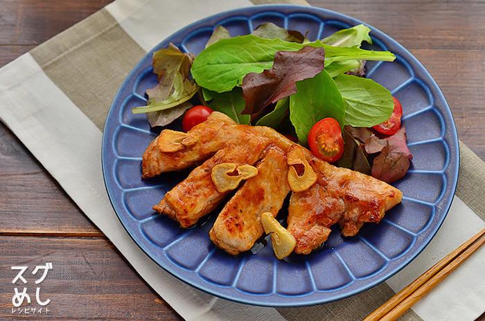 ■ 簡単トンテキ 三重県四日市の名物「トンテキ」は、豚肉のステーキです。ニンニクの香りとこってりソースが食欲をそそります♪焼くだけ10分の簡単メニューですが、満足感は高いです。