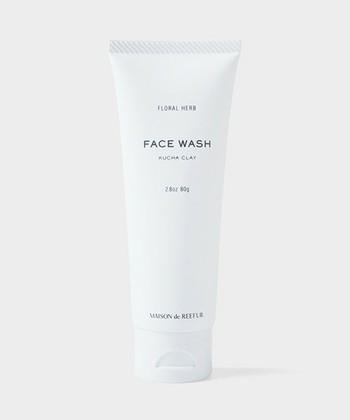 MAISON DE REEFURのフェイスウォッシュは、普段使いできるのが便利なクレイ入りの洗顔料です。天然成分なのでお肌にやさしい点が魅力。