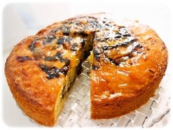 アサイーがマーブル模様になったケーキ♪お好みのフルーツをいろいろ加えて作ってみましょう!混ぜて焼くだけの簡単ケーキレシピです♪