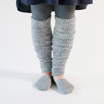 さらにレッグウォーマーで、ふくらはぎまでしっかりあたたかさをキープしたら完璧。 レギンスの上から履くのもおすすめです。