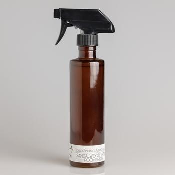 サンダルウッドとベチバーの穏やかな中にもキリッとスパイスの効いた香りはいかがですか?