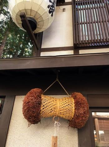 お蕎麦屋さんの軒先に下げられた杉玉は、新そばの提供がスタートした目印♪