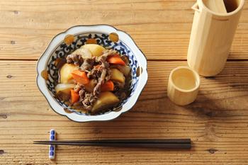現代の食卓にも馴染むように制作された「NAMASU」。いろんな料理に使いやすい程よい大きさで、こちらの器に盛り付けるだけで、いつもの煮物もちょっぴり上品に見せてくれます。