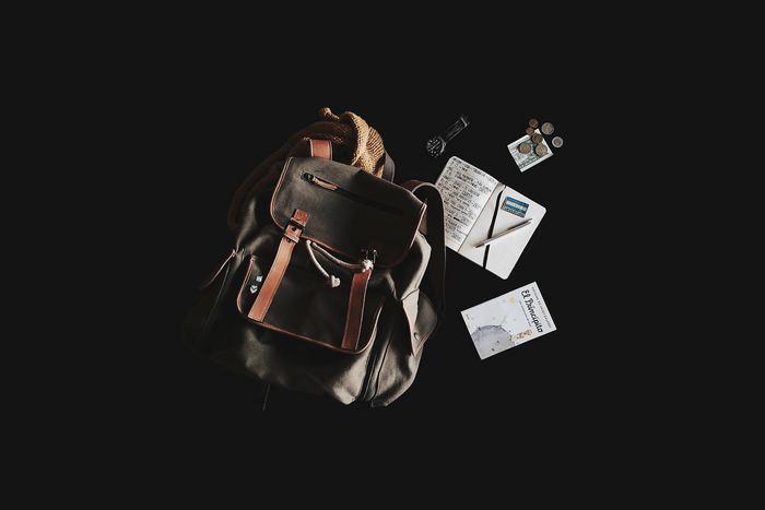お財布や手鏡など、欲しいと思った時になかなか見つからなくてバッグの中をかき回して探したことはありませんか? リュックや大きめのバッグを使っている方は特に、そんな経験があるのではないでしょうか。