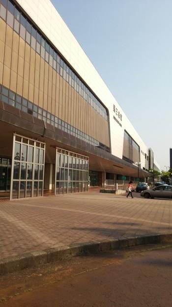 画像は燕市と、三条市の市境に位置している燕三条駅。