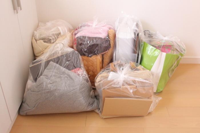物を整理しながら掃除をすると、とても時間がかかってしまいます。そこで、物を整理し不要な物を処分することと、掃除をすることは、分けて行うのが第一のコツ。まずは、各エリアごとに断捨離から始めましょう。
