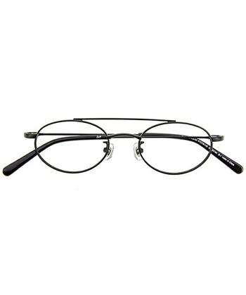 オーバルタイプの眼鏡は、年代を問わず人気の高い眼鏡のデザインです。服装やヘアスタイルを選ばないので、万能選手のような眼鏡ですね。きつく見えがちな三角のお顔を柔和してくれます。