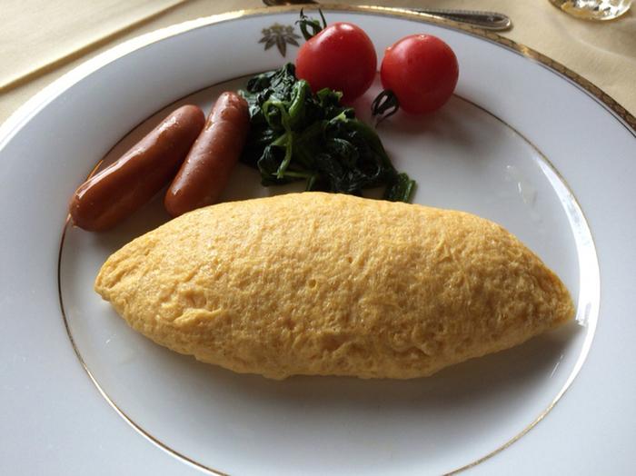 写真だけみても絶対美味しい!と確信できてしまうようなオムレツはホテルの人気朝食メニュー。ふわふわとろとろオムレツはお家ではなかなか作れませんよね。朝から贅沢できるのも旅行の醍醐味!