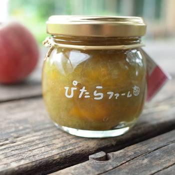 季節の味を感じられるジャム。こちら9月は、ぴたらファームのルバーブと、まるぶんファームさんの桃で作ったコラボジャム。低糖に仕上がっているので、素材の味をそのままいただくことができます。