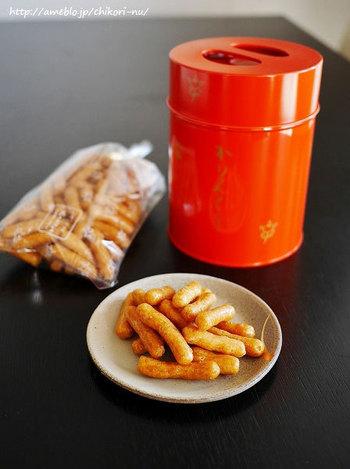 かりんとうは太めの「ころ」と細長い「さえだ」の二種類のみ。自然な甘みで小麦の香りが奥ゆかしい。優しい気持ちになれる幸せのかりんとうです。