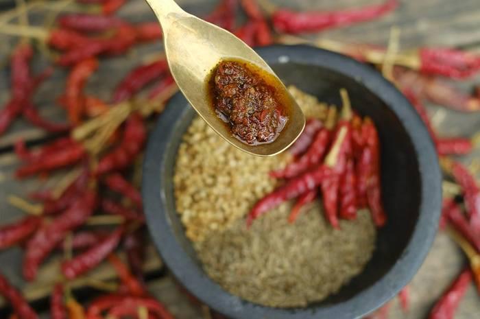 11月中旬以降には「ハリッサ」が登場予定! チュニジア生まれの万能辛味調味料「ハリッサ」は、原材料はぴたらファーム産の唐辛子とコリンアンダーシードの他、クミンに自然塩、エクストラバージンオリーブオイルを使用して作られています。「ハリッサ」を少し添えるだけで、いつもの味に辛味とパンチを効かせてくれる万能調味料です。