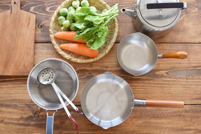 長く使い続けていきたい、工房アイザワのブラックピーマン雪平鍋は、使い勝手もよく、そのままテーブルに出しても映え、キッチンにさっと置いておいても絵になる、日常のパートナーにしていきたいお鍋です。