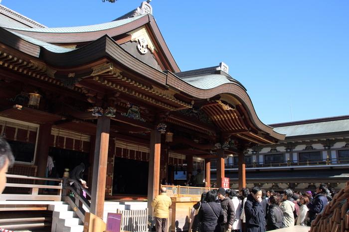 「湯島天神」の名で親しまれている湯島天満宮は、458年に創建された神社で、学問の神様、菅原道真公が祀られています。