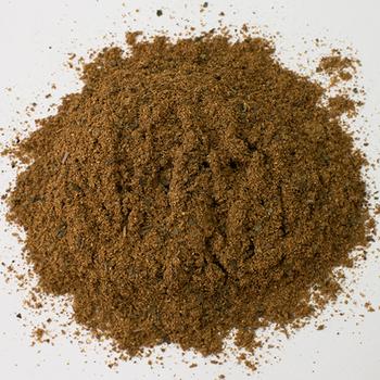 ケバブミックスはコリアンダー、ジンジャー、ブラックペッパー、クミン、シナモン、クローブ、塩、コリアンダーリーフをブレンドし、トルコなど中東地域を中心としたケバブ料理を再現したスパイスです。バーベキューをはじめ、焼いて食べるお肉料理全般と好相性です。