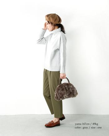 洗練されたデザインとラグジュアリーな存在感のあるハンドバッグは、普段着の何気ないコーデにも、1点投入するだけで、今年らしい雰囲気が完成します。