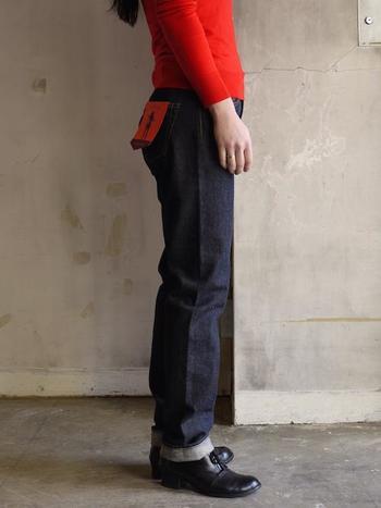 こんな風に一度だけ折り返しルーズにたるませて、メンズライクに着こなすのもお洒落です。