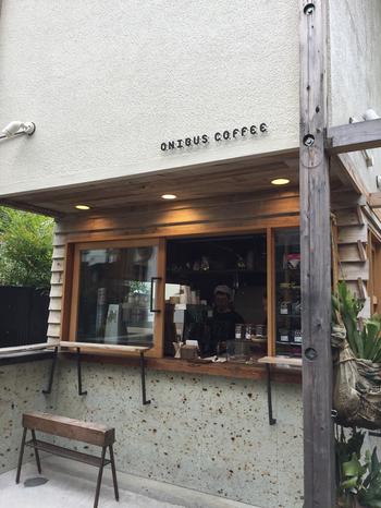 東急東横線、東京メトロ中目黒駅から徒歩2分という立地の良いこちらのお店。公園の隣にあるシンプルな外観がとても可愛らしいコーヒースタンドです。