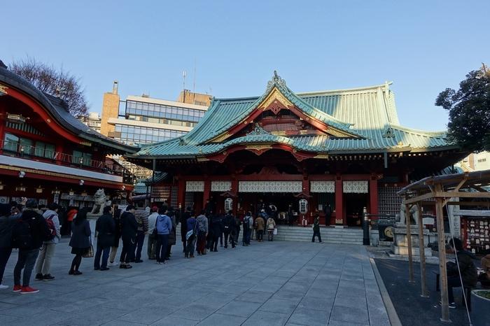 「神田明神」の相性で親しまれている神田神社は、東京都千代田区の外神田に鎮座する神社で、730年に創建された古社です。