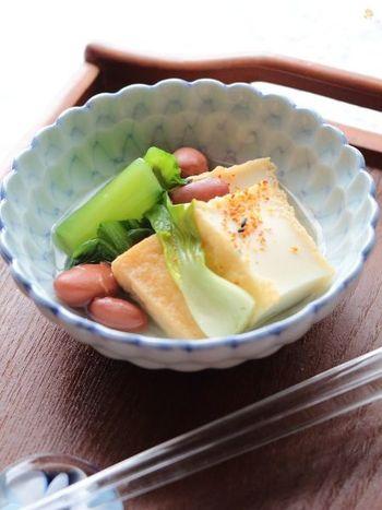 厚揚げは出汁を吸い込みやすいので、味わい豊かな煮びたしが完成します。チンゲン菜と金時豆の彩りがキレイ。食べごたえも十分なので、夕食であと一品足りない…そんな場合にもおすすめの一品です。