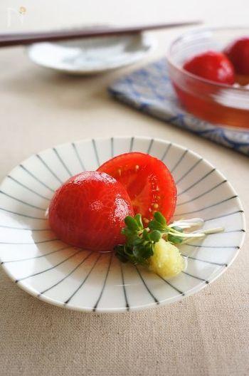 そのまま食べても美味しいトマトは、実は煮びたし風にアレンジできます。トマトの皮をむいて、出汁をかけて冷ますだけ。いつものトマト料理に飽きたら、是非ともチャレンジしてみましょう♪