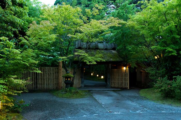 金鱗湖畔の「亀の井別荘」も由布院の名旅館と呼ばれるお宿。「森の別荘」がコンセプトのこの旅館は、もともとは貴人接待用の別荘として造られたそうです。