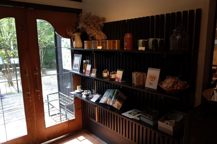 雰囲気のいい店内で、ゆっくりと流れる時間に身を任せて。気の利いたオシャレなお土産も手に入れることができますよ。