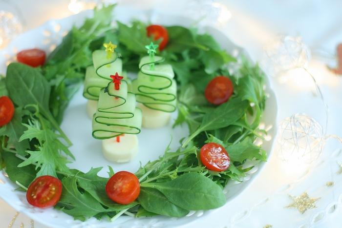 色んな具材が入ったサラダに、アクセントとしてお野菜のリボンを加えると、表情が豊かになります。