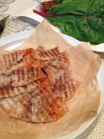 サムジャンをつける料理で有名なものといえば「サムギョプサル」。こちらのレシピでは、サムギョプサルはもちろんサムジャンのつくり方も紹介されています♪  *サムギョプサルのサムは数字の三のこと