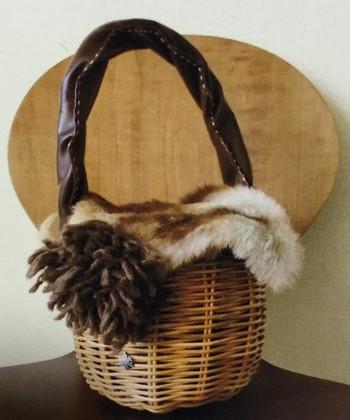 エバゴスのカゴバッグは、ファーとの相性が抜群♪冬コーデのポイントになってくれますよ。